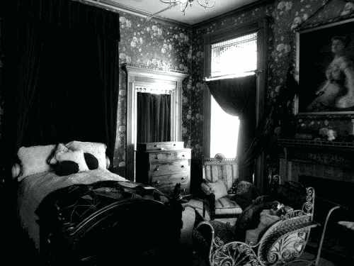 gothic-victorian-bedroom-black-bedroom-furniture-photo-1-victorian-gothic-bedroom-sets