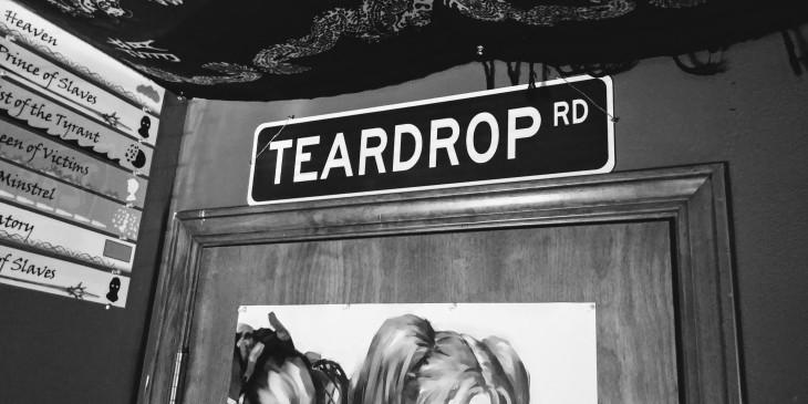 Teardrop Road sign